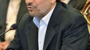 A popularidade dos partidários de Ahmadinejad (foto) passa pelo teste das urnas no segundo turno das legislativas no Irã.