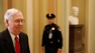 Mitch McConnell (photo), le patron de la majorité républicaine au Sénat, espère obtenir rapidement l'acquittement de Donald Trump, peut-être d'ici deux semaines.