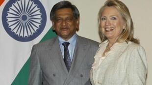 US Secretary of State Hillary Clinton and India's Foreign Minister Somanahalli Mallaiah Krishna, New Delhi, 8 May, 2012