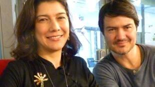 Claudia Isabel navas y Ramón Laserna en los estudios de RFI.