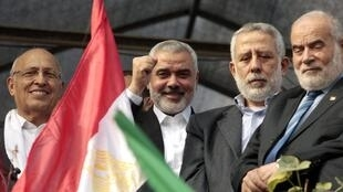 Hamas leader Ismail Haniyeh (2nd L), Islamic Jihad leader Mohammed Al-Hindi (2nd R) and senior Fatah official Nabil Shaath (L) during a rally in Gaza City, 22 November