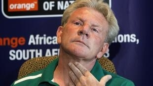 Burkina Faso's head coach Paul Put addresses a news conference in Nelspruit, 5 February, 2013