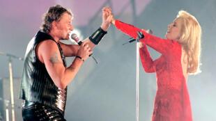 Johnny Hallyday song ca với Sylvie Vartan tại sân vận động Parc des Princes (Paris) mùa hè 1993