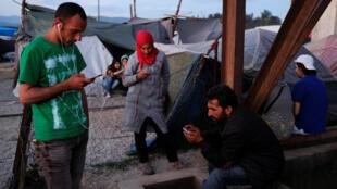 Des réfugiés dans un camp de migrants à la fontière entre la Grèce et la Macédoine, le 14 mai 2016.