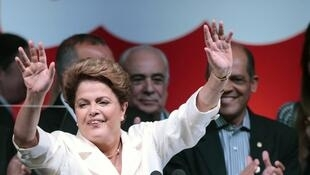 Com vitória apertada, Dilma é reeleita para presidência do Brasil