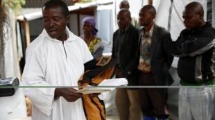 Yadda ake shirin binne wani da Cutar Ebola ya hallaka a yankin Butembo na Dimokradiyyar Congo ranar 26 ga watan Maris 2019.