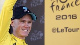 Christopher Froome con el maillot amarillo.
