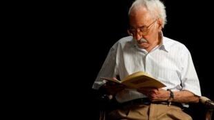 Morre, aos 97 anos, o poeta Manuel de Barros, ícone da literatura brasileira.