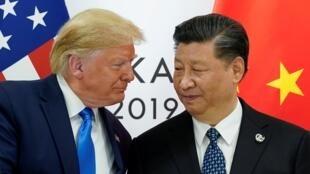 Tổng thống Donald Trump và chủ tịch Tập Cận Bình bên lề thượng đỉnh G20 tại Osaka, Nhật Bản, ngày 29/06/2019.