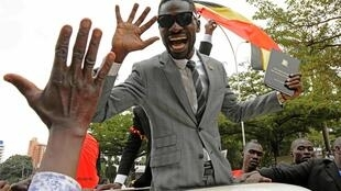Bobi Wine acclamé par ses partisans, le 30 juin 2017.