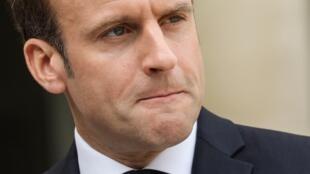За неделю до французских выборов в Европарламент партии Марин Ле Пен и Эмманюэля Макрона остаются лидерами опросов