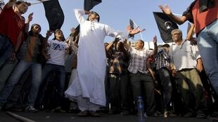 People wave flags of Cyrenaica during a demonstration demanding for a federal Cyrenaica region, Benghazi, 16 September, 2013