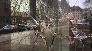 A embaixada do Brasil em Berlim foi vandalizada durante a madrugada desta sexta-feira (1).