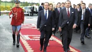 奧朗德在4月3日抵達摩洛哥卡薩布蘭卡 受到摩洛哥國王穆罕默德六世迎接