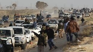 Rebels fleeing from Ajdabiya after shelling from Kadhafi's, 25 March 2011