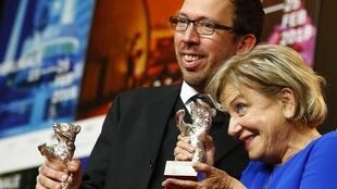 Los paraguayos Marcelo Martinessi y Ana Brun alzaron sus premios en la Berlinale.