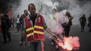 Railworkers demonstrate outside the bosses' union Medef HQ at Lyon on Wednesday