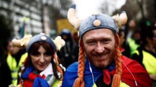 圖為3月2日在巴黎遊行的黃背心