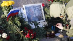 Народный мемориал памяти Бориса Немцова на Большом Замоскворецком мосту, Москва, 29 декабря 2015 г.