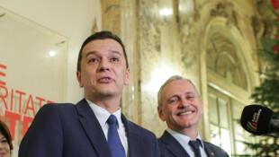 Thủ tướng Rumani Sorin Grindeanu và lãnh đạo đảng cầm quyền Liviu Dragnea (phải), ngày 28/12/2016.