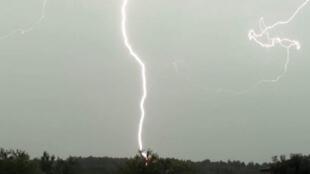 Imagem de tempestade desta quarta-feira, 7 de agosto de 2013, na região de Ardèche, na França.