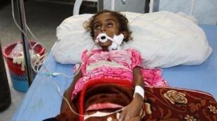 Девочка в госпитале йеменского портового города Ходейда. Май 2017 года. Эпидемия холеры началась в стране в апреле