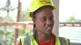 Maida Waziri akiwa katika Moja ya Shughuli zake za Ubunifu Majengo