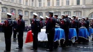 Lễ truy điệu bốn nhân viên tại sở Cảnh Sát Paris, với sự hiện diện của tổng thống Pháp Emmanuel Macron, ngày 08/10/2019.