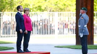 2017年5月15日法国新总统马克龙前往柏林会见默克尔总理
