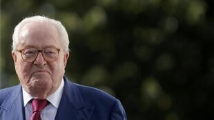 Jean-Marie Le Pen has announced his intention of turning up at the FN's summer school in Marseille