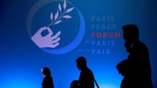Paris mừng 100 năm chấm dứt Thế Chiến, nhưng lo cho Hòa bình. Trong ảnh, người tham dự chờ khai mạc Diễn đàn Paris về Hòa bình, 11/11/2018.
