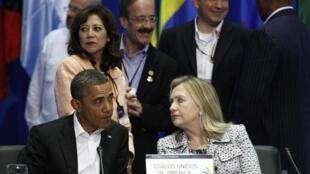 Tổng thống Mỹ Barack Obama và Ngoại trưởng H. Clinton tại phiên họp toàn thể Thượng đỉnh châu Mỹ tại Cartagena Colomnia ngày 14/04/2012.