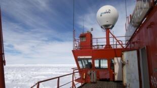 Navio quebra-gelo chinês Xue Long.
