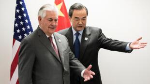 Le secrétaire d'Etat américain Rex Tillerson et son homologue chinois Wang Yi lors  G20 leading and developing economies at the World Conference Center in Bonn,