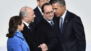 US President Barack Obama (R) with (L-R) France's Environment Minister Ségolène Royal, then foreign affairs minister Laurent Fabius and President François Hollande at the Cop21 climate conference in Paris