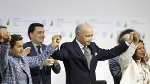 L'accord sur le climat, finalement adopté le 12 décembre 2015 à la fin de la COP21.
