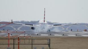 Một chiếc Boeing 737 MAX đang hạ cánh xuống sân bay Ronald-Reagan ở Washington.