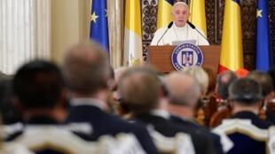 Папа римский Франциск во время встречи с представителями румынских властей и гражданского общества в Бухаресте. 31 мая 2019 г.