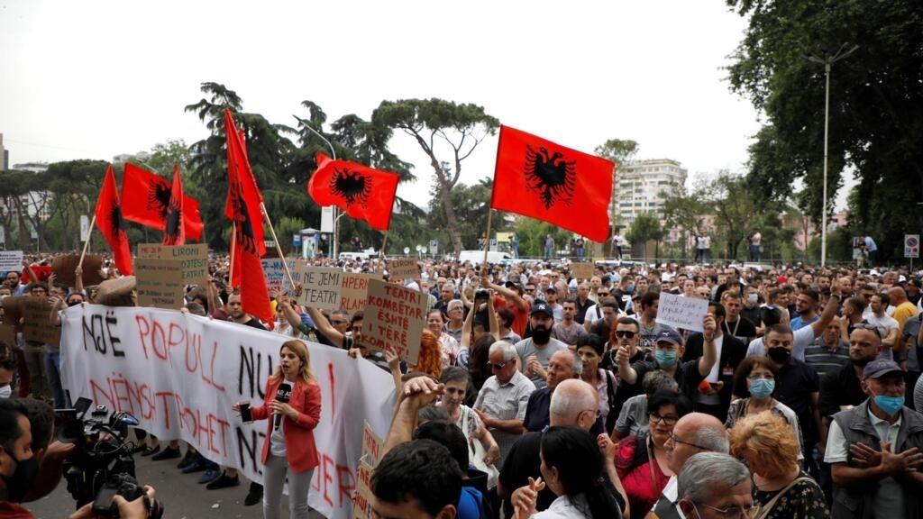 Albanie: manifestation à Tirana après la destruction du Théâtre national