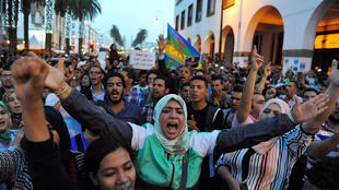 Манифестация в Рабате после трагической гибели продавца рыбы на севере Марокко, 30 октября 2016 г.