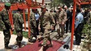 Генерал Дэвид Петреус, командующий войсками НАТО в Афганистане, в президентском дворце. Кабул 15/ 07/2011