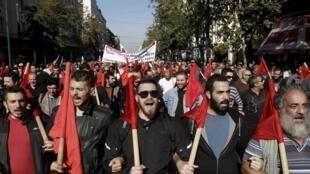 Khoảng 20.000 người biểu tình chống chính sách khắc khổ tại Athens ngày 12/12/2015.