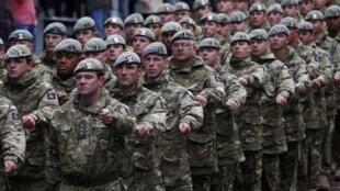 កងទ័ពអង់គ្លេស Royal Scots Dragoon Guards នៅក្នុងព្យុហយាត្រាបន្ទាប់ពីត្រលប់ពីបេសកកម្មនៅខេត្ត Helmand អាហ្វហ្កានីស្ថាន នៅខែធ្នូ ឆ្នាំ ២០១១