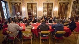Dans la salle Mounet Sully de la Comédie Française, les comédiens ont joué la lecture de «L'Oiseau en cage» d'après «L'École des femmes».
