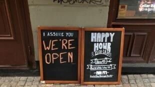 Ce bar de Stockholm reste ouvert pendant l'épidémie de coronavirus.