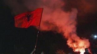 Partida entre Sérvia e Albânia foi interrompida na terça-feira (14), após confusão.
