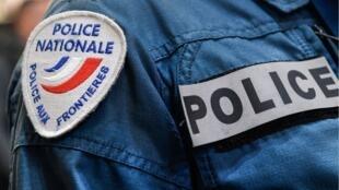 В городе Вильжюиф под Парижем неизвестный напал с ножом на прохожих. Его застрелили полицейские