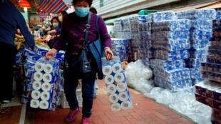 Psicanalistas explicam a súbita obsessão dos consumidores por papel higiênico, em tempos de coronavírus.