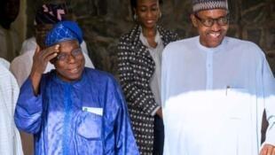 Shugaban Najeriya Muhammadu Buhari, tare da tsohon shugaba Olusegun Obasanjo.