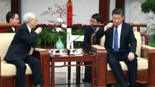 越共總書記阮富仲2017年1月12日在北京和習近平一起品茶
